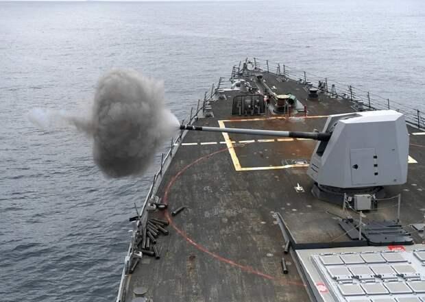Черноморские моряки стреляли в сторону приблизившегося к Крыму британского эсминца