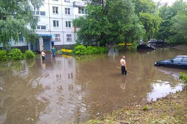 01-07-2015-zatopilo-dozhd-grad-groza-molniia-31