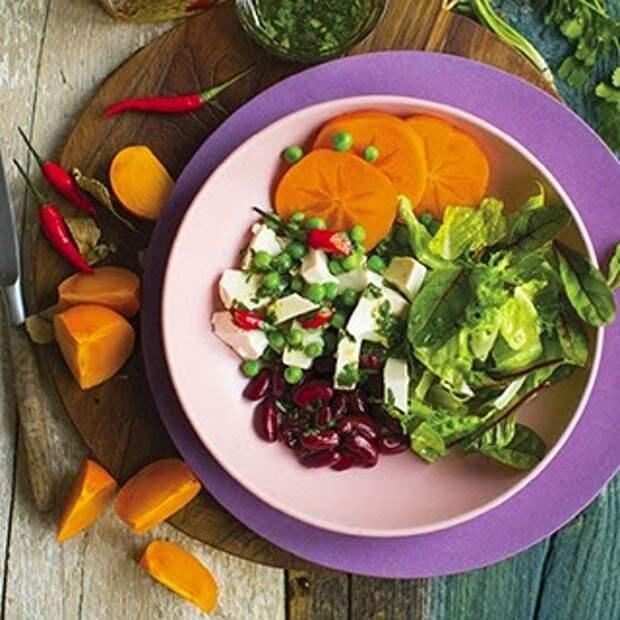 Оригинальный салат из фасоли и хурмы