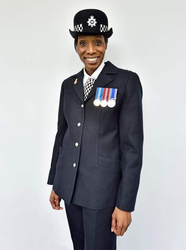 100 лет, как женщины работают в полиции