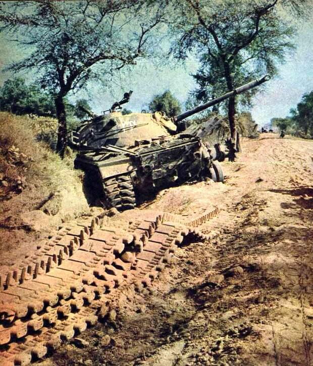 Подбитый «Паттон» на обочине дороги у Асал-Утара - Индо-пакистанская война 1965 года: танковое сражение за Асал-Утар | Военно-исторический портал Warspot.ru
