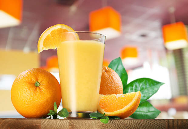 Для полезного коктейля нам понадобится один грейпфрут, пара апельсинов и один киви