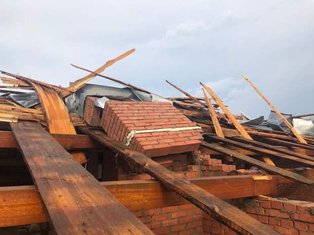 В Воткинске начнут восстанавливать пострадавшую от ветра кровлю жилого дома