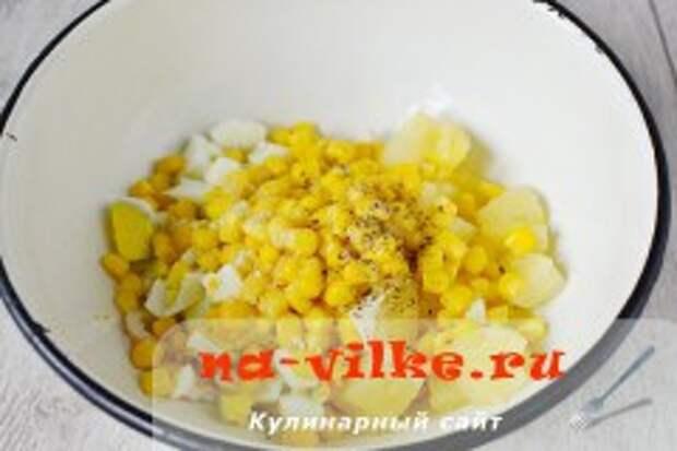 Салат из ананасов и кальмаров