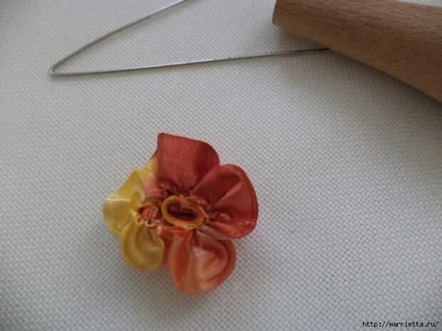 Миниатюрные цветы из ленточек. Мастер-классы (11) (700x525, 243Kb)