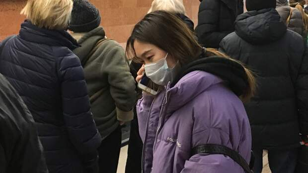 Около 99% москвичей носят маски в общественном транспорте