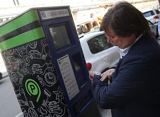 Чиновников обяжут согласовывать с жителями введение платных парковок