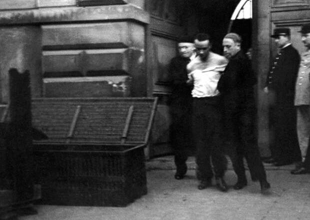 1939 год: последняя публичная казнь во Франции с помощью гильотины