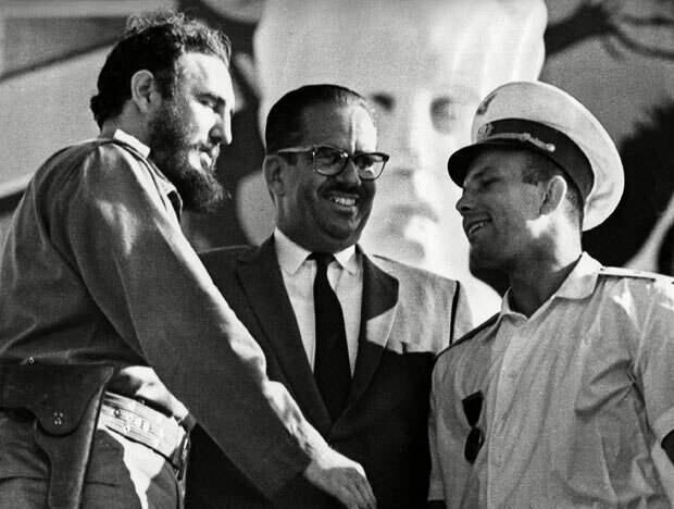 Фидель и Гагарин с президентом Кубы Освальдо Дортикосом