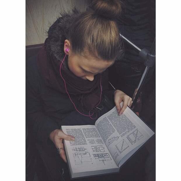 Что читают люди в метро