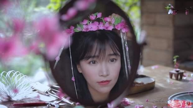 Видео: Как китаянки делали ханьфу — традиционный наряд, украшенный весенними цветами