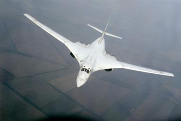 Стратегический бомбардировщик Ту-160 за его красоту прозвали «Белым лебедем» © РИА Новости, Скрынников