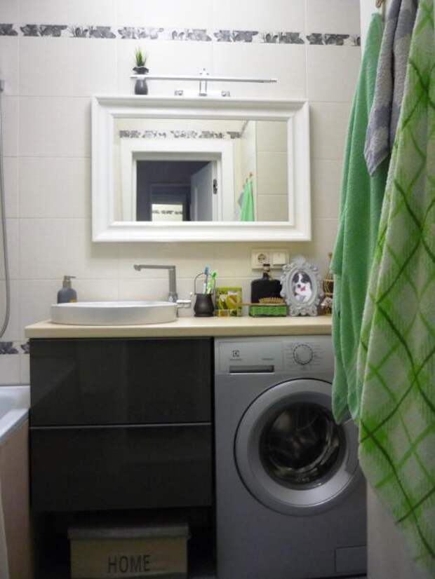 Ванная комната, раковина и стиральная машина