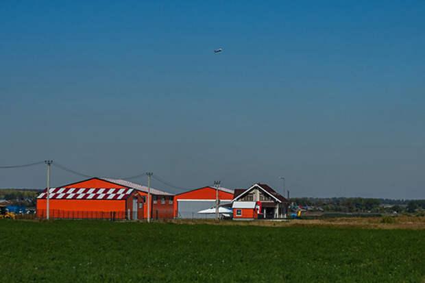 Хозпомещения, пара ангаров, асфальт, всё обнесено забором — лучший частный аэродром Татарстана и один из лучших в России