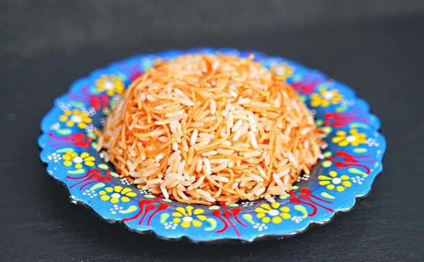 Жарим рис вместе с вермишелью: рассыпчатый гарнир как готовят в турецких отелях