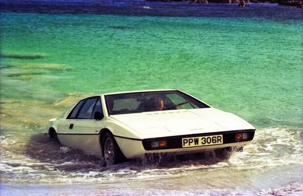 Машина была подводной лодкой.