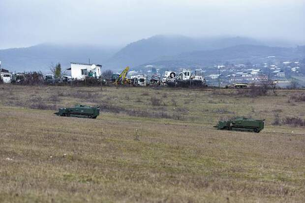 В Карабахе подорвался автомобиль с российскими миротворцами
