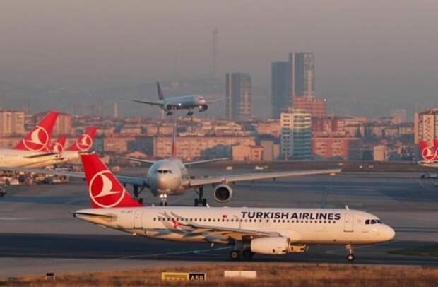 Самолет Turkish Airlines приземлился в аэропорту Стамбула после сообщения о бомбе