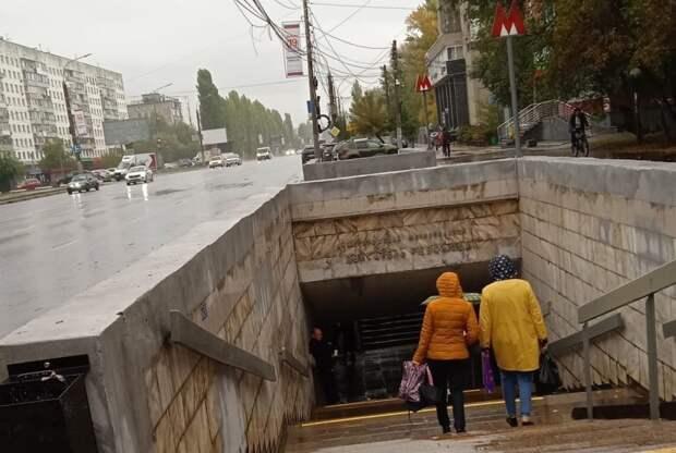 Нижегородская мэрия ищет средства для установки навесов над входами в метро в Нижнем Новгороде