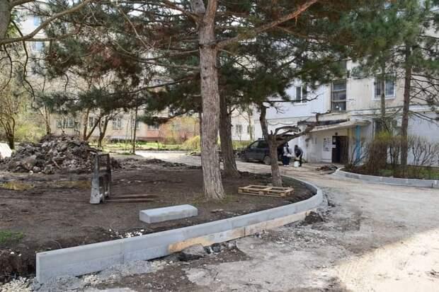 Москва помогает благоустроить дворы жилых многоквартирных домов в Симферополе
