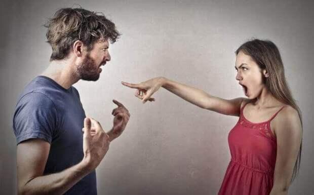 7 вещей в поведении, которыми женщины незаметно отталкивают от себя мужчин