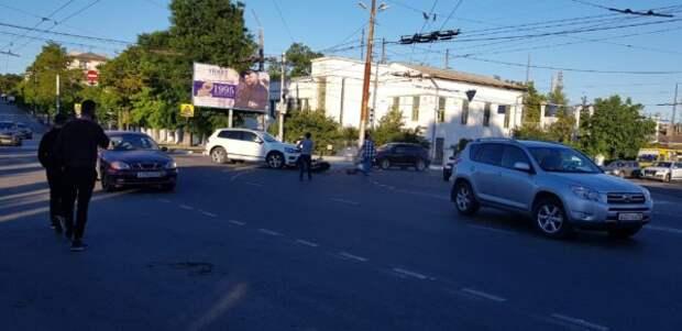Смертельное ДТП в Севастополе: мотоциклист врезался в автомобиль (ФОТО, ВИДЕО 18+)