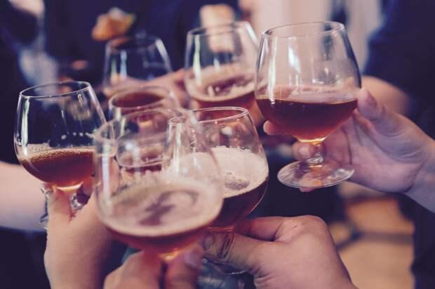 Сухой закон: В России предложили запретить продажу алкоголя на новогодние праздники