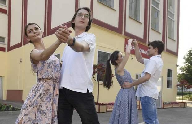 Дети заслужили праздник: московские школы готовятся к выпускным, которые пройдут с соблюдением всех мер безопасности