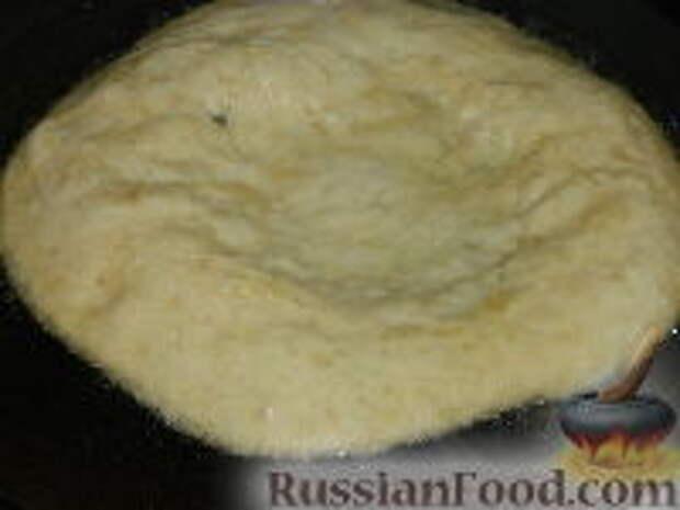 Фото приготовления рецепта: Лангош - венгерская лепешка - шаг №10