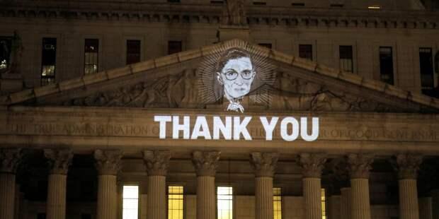Сотни американцев чтят память судьи Гинзбург у Верховного суда США — фото