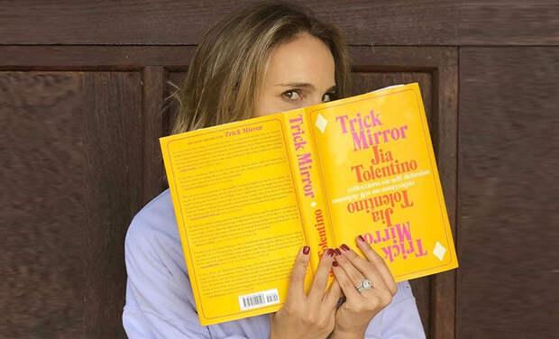 Что читают знаменитые актеры: любимые книги Натали Портман, Джулии Робертс, Тома Хэнкса и других