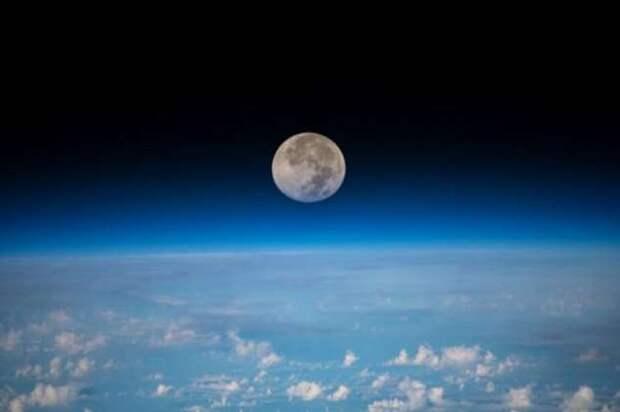 Луна ржавеет — как спутник нашей планеты окисляется без кислорода в атмосфере (+видео)