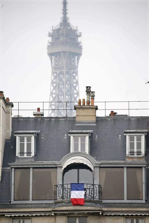 Как французы чтут память жертв терактов