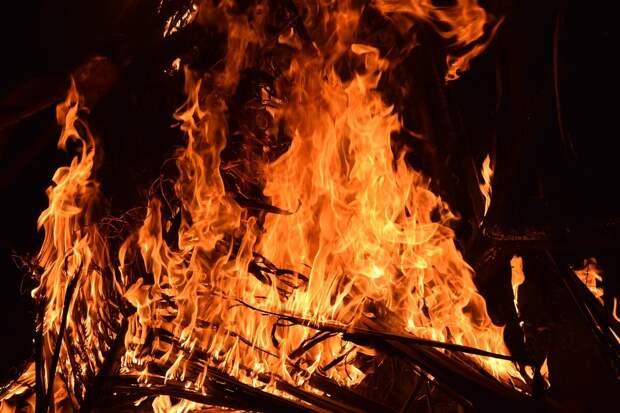 Российская медсестра вынесла троих детей из горящего дома