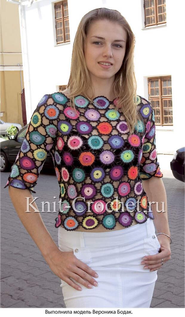 Вязанный крючком женский пуловер из разноцветных кругов размера 42-44.