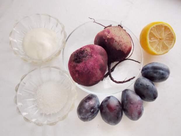 Ингредиенты для Сладкого салата со сливами и свёклой
