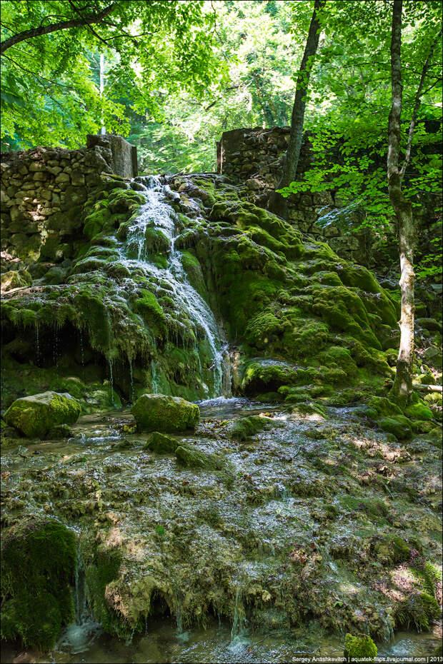 В Крыму обрушился знаменитый водопад Серебрянные струи