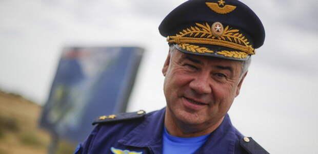 Воздушный парад на Красной площади возглавит главком ВВС РФ на Ту-160