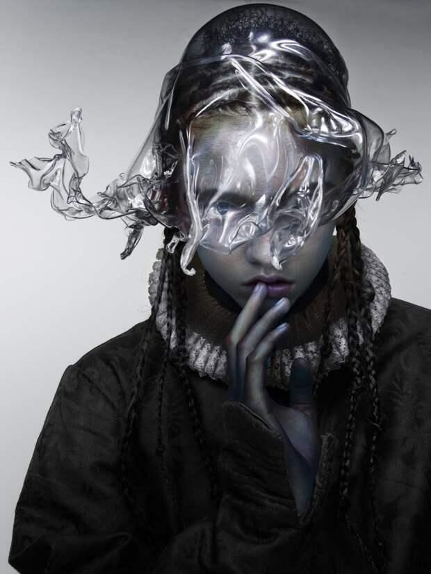 Молли Баир в фотосессии для осеннего выпуска «V Magazine»