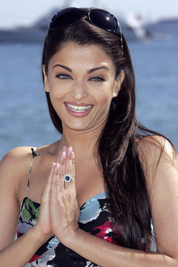 Айшвария Рай (Aishwarya Rai) в фотосессии Питера Крамера (Peter Kramer) на премьере фильма «Спровоцированная» (Provoked: A True Story) (Канны, 19 мая 2006), фото 17
