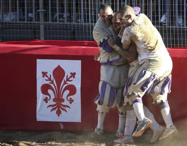 Флорентийский кальчо – спорт для настоящих мужчин
