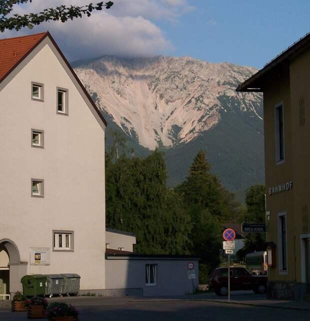768px-Puchberg_am_Schneeberg-view_1