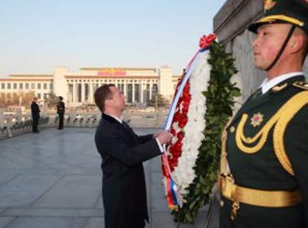 Китай «списывает» российское правительство