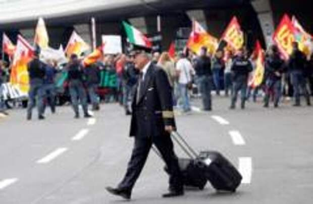 Alitalia отменила половину рейсов