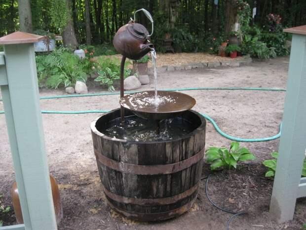 4. Умывальник или фонтан на даче из старых вещей, интересно, новая жизнь, поделки, своими руками, сделай сам, фото, чайник