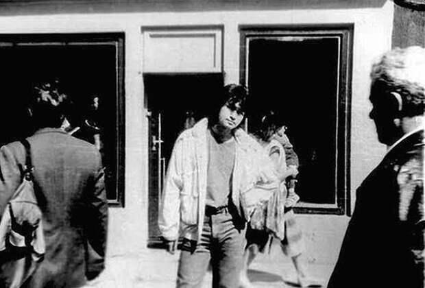 Виктор Цой на ул. Йомас. Юрмала, СССР, 13 августа 1990 года. (Предположительно последнее прижизненное фото)