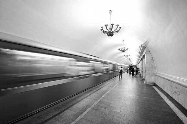 Пассажир погиб при падении на рельсы в московском метро