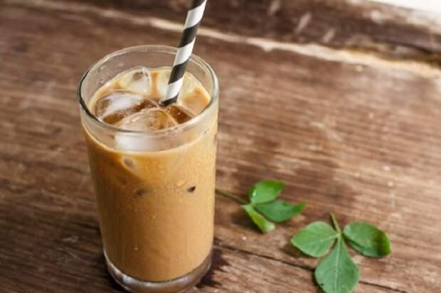Фраппе, Греция. Кофе, мороженое, сгущенное молоко и ледяная вода.