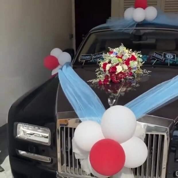 Все лучшее— детям: дизайнер изДубая подарила 12-летнему сыну роскошный «Роллс-Ройс»