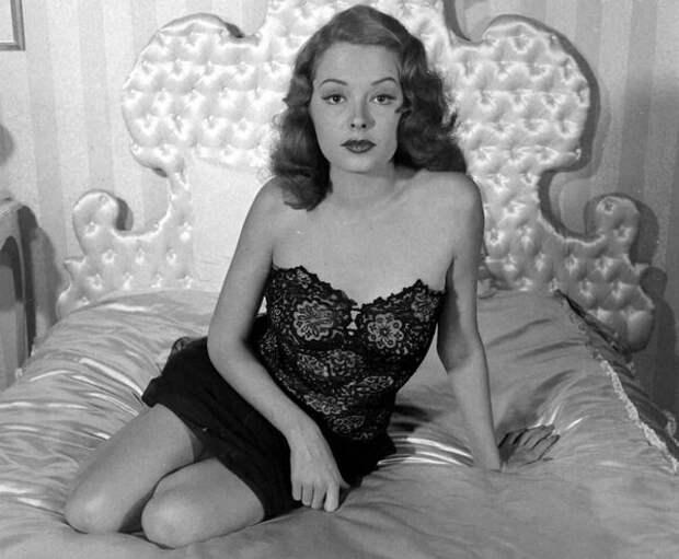 """Роковая красотка. Фильм """"Из прошлого""""   (1947)"""